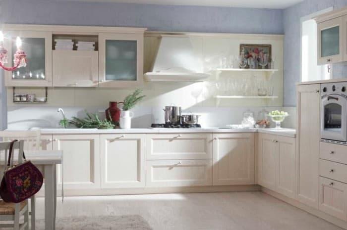 cucina-in-legno-classica-di-colore-chiaro
