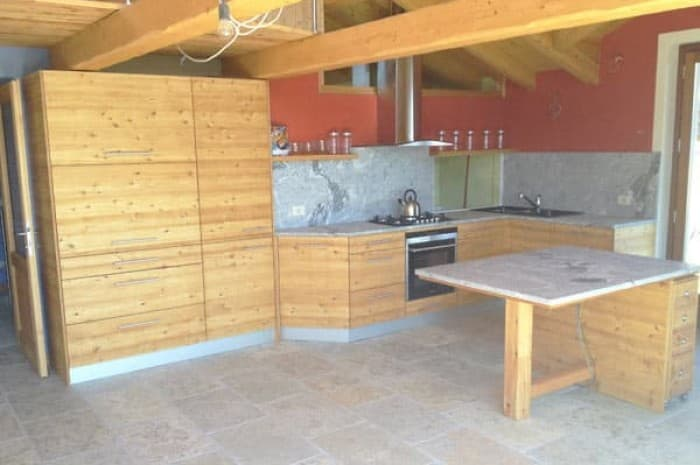 cucina-in-legno-mansarda
