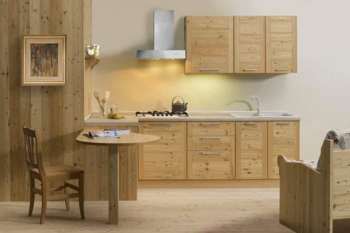 cucina-in-legno-moderna-con-cappa