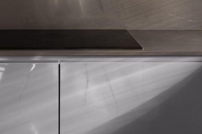 cucina-moderna-colore-marrone-particolare-del-piano-cottura