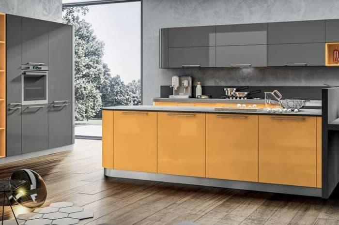 cucina-moderna-con-elementi-gialli