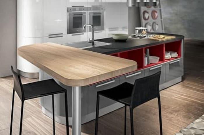 cucina-moderna-con-piano-sospeso-ed-elementi-rossi