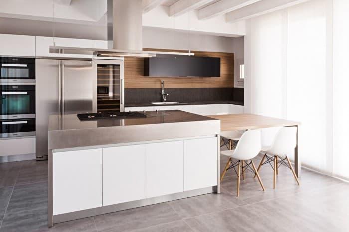 cucina-moderna-di-colore-acciaio