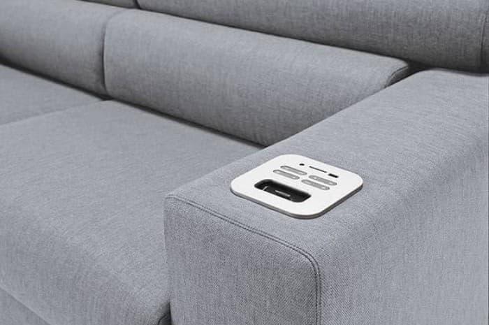 divano-moderno-con-regolazioni-elettroniche