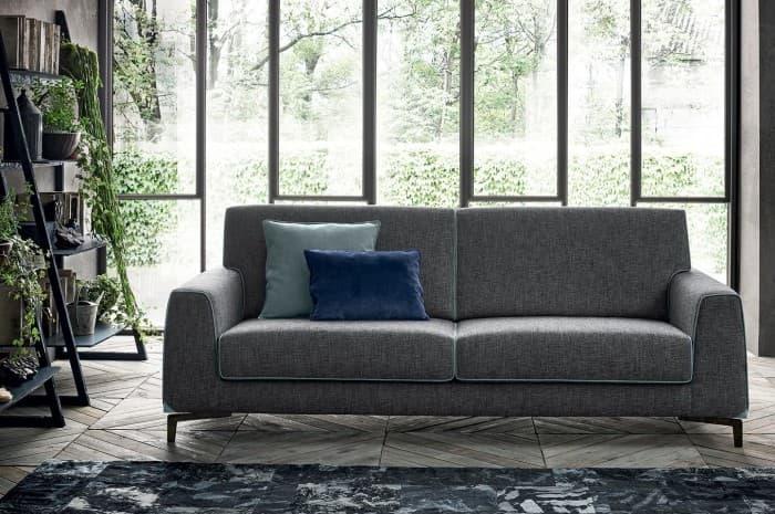 divano-moderno-di-colore-grigio