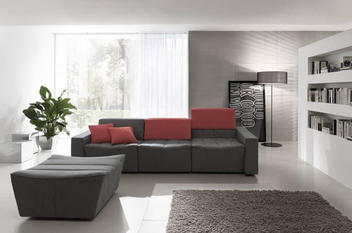 divano-moderno-grigioscuro-con-elementi-rossi
