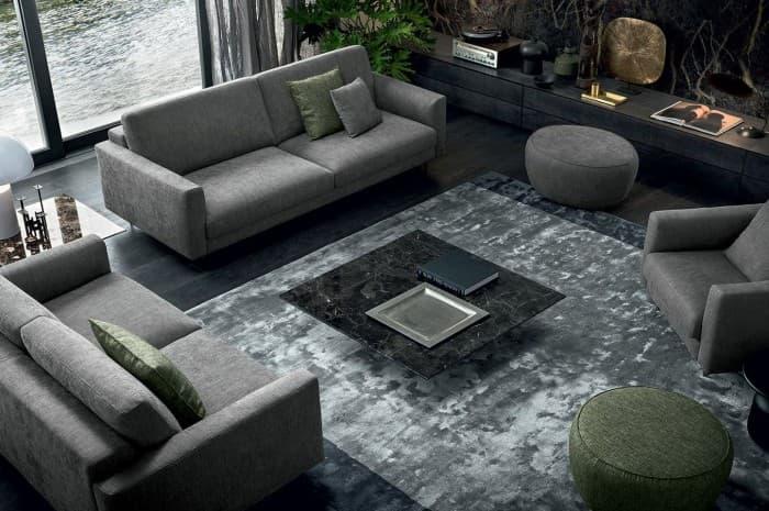 soggiorno-moderno-con-divani-e-poltrone-grigie