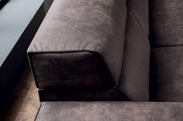 divano-in-pelle-moderno-colore-marron-scuso-dettagli