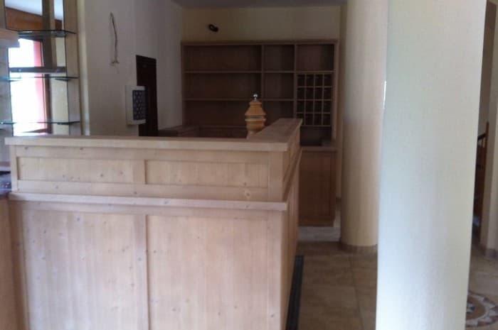 piano-reception-hotel-in-legno