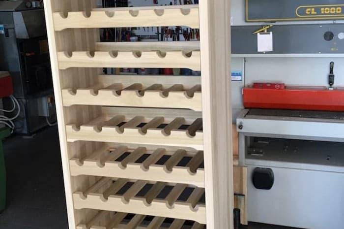 scaffalatura-per-bottiglie-di-vino-in-legno