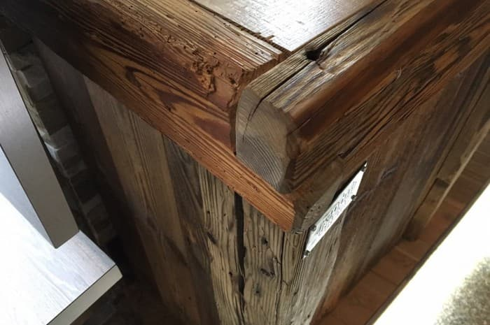dettaglio-di-mobile-in-legno