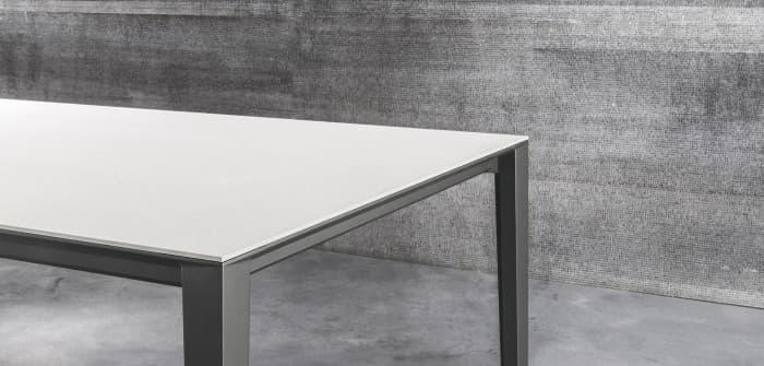 Tavoli, sedie e sgabelli