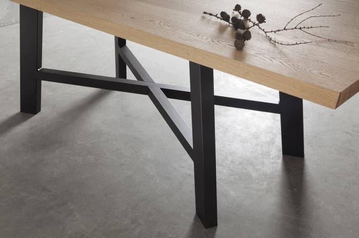 dettaglio-tavola-stile-moderno-legno-design