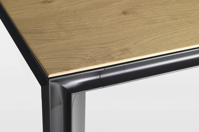 dettaglio-tavolo-moderno-legno