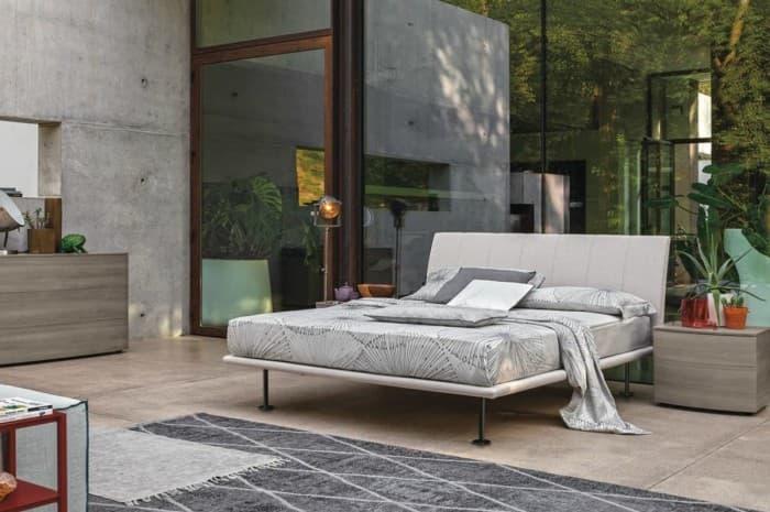 letto-stile-moderno-colore-chiaro