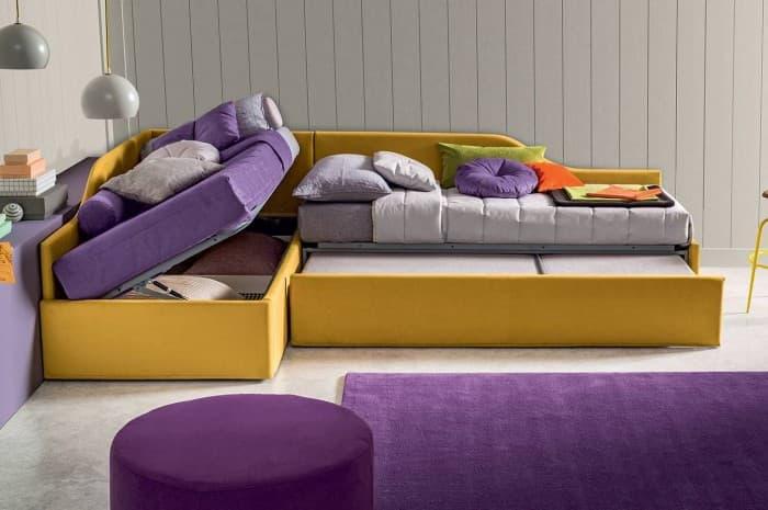 camera-colorata-tessuto-viola-giallo