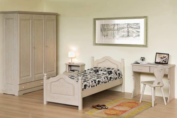 camera-legno-colore-chiaro-stile-classico