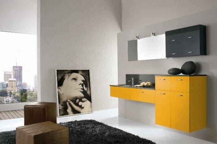 bagno-moderno-con-elementi-gialli