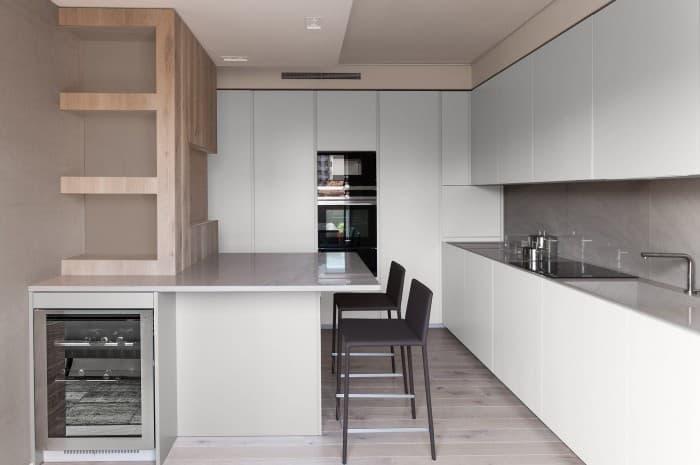 cucina-moderna-tinta-chiara-due-colori