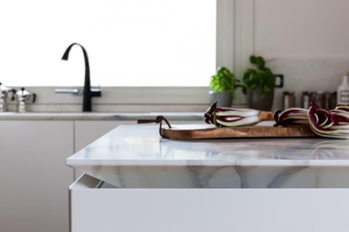 cucina-moderna-tinta-chiara-piano-chiaro2